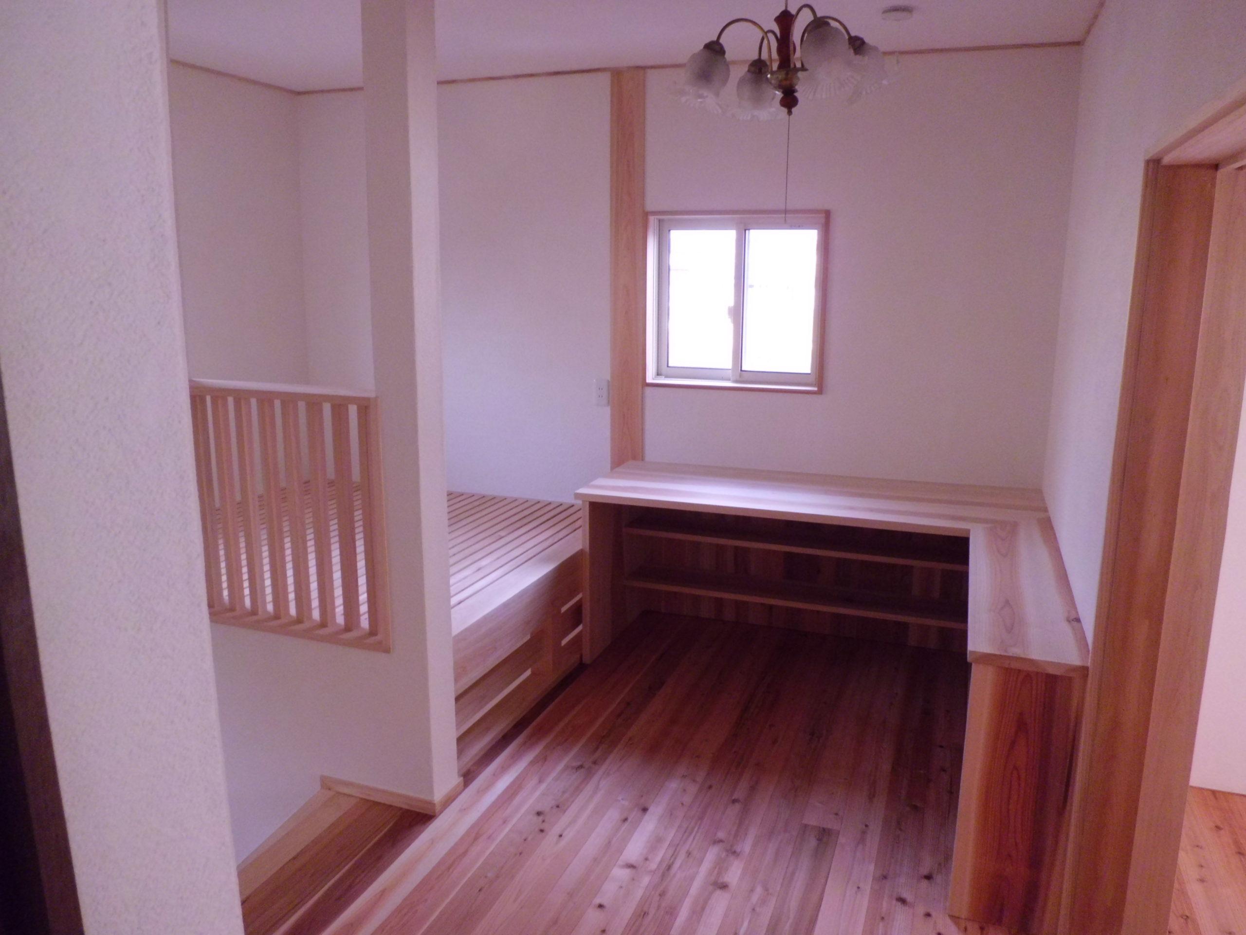 図書コーナーのある2階ホール