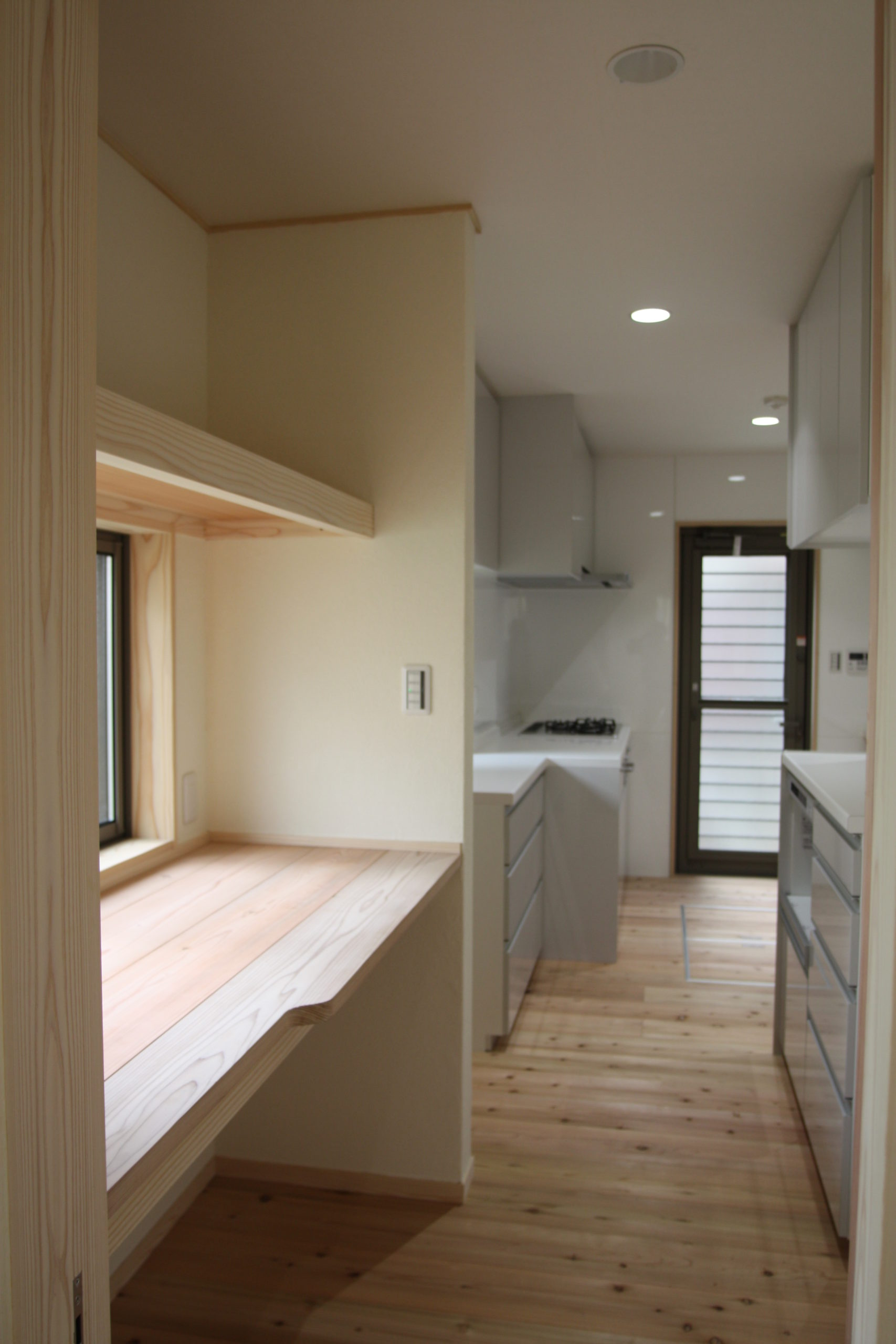 キッチン奥の収納スペース