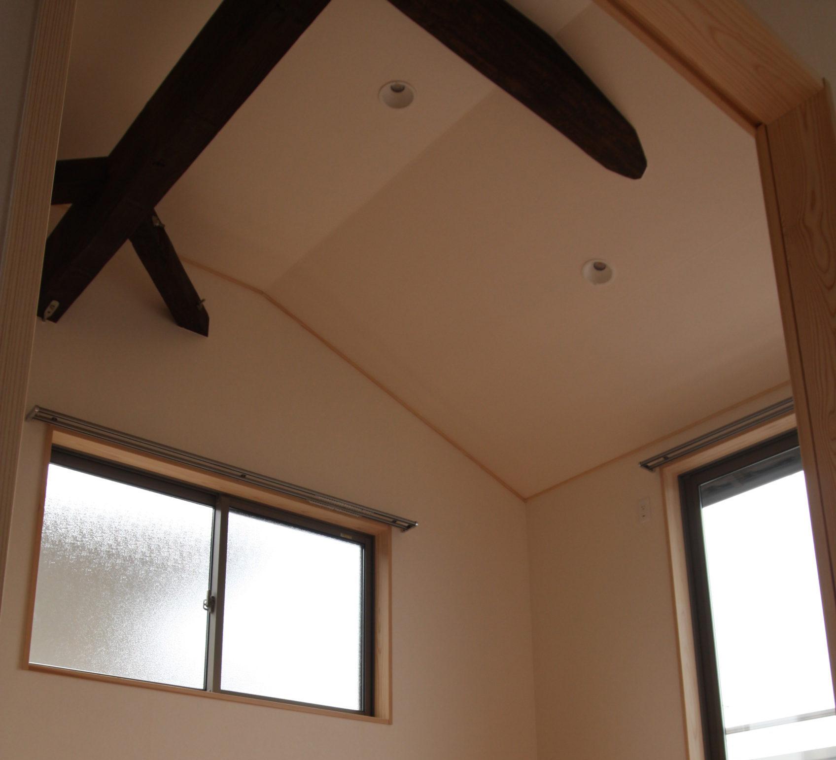 2階洋室の梁