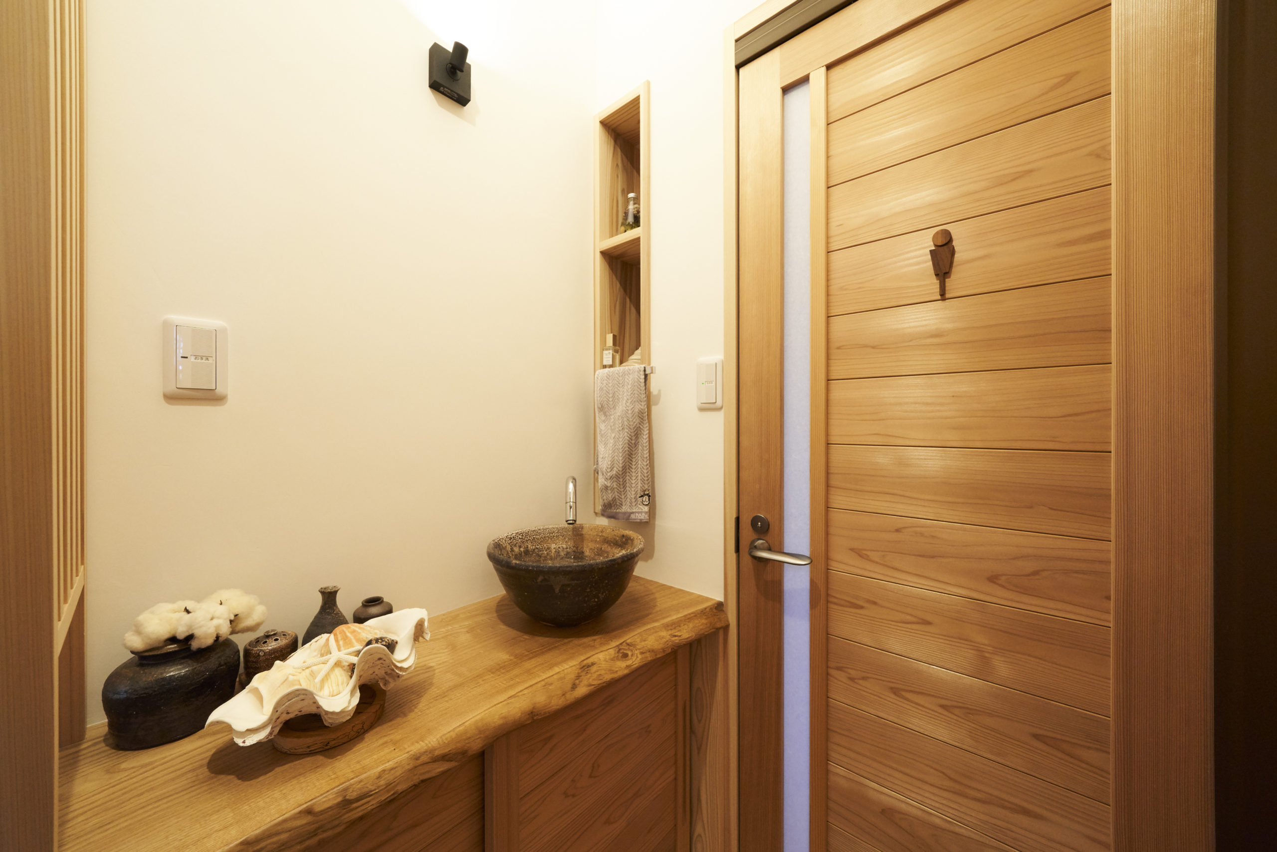 トイレ前手洗いスペース